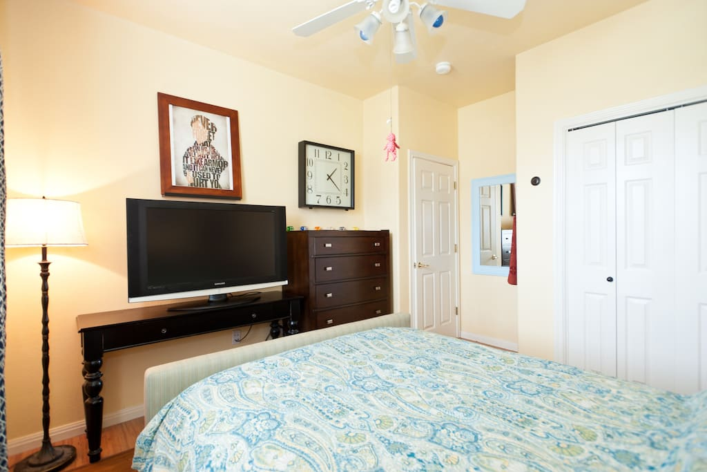 Yellow Room, 11x10, Queen Plush Bed, Wood Laminate Floors, 40in Samsung Smart TV, Ceiling Fan