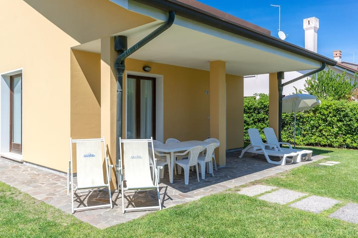 House for 6+2 pers with pool in Albarella R25714