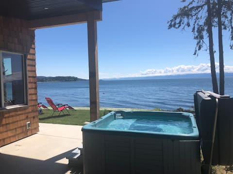 Oceanfront Cabin w/ hot tub, 2 BR w/ King bed