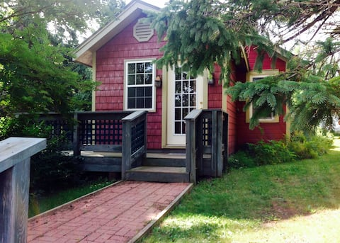 Lake Superior's Cranberry River Cottage- The Wren