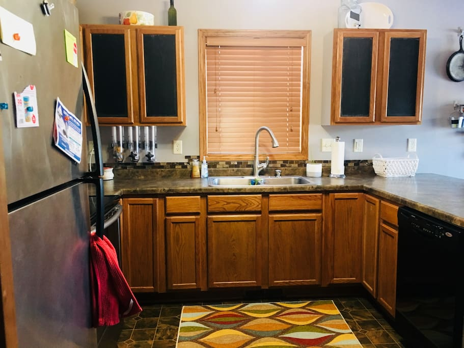 Kitchen Guests may utilize the kitchen and appliances during their stay.