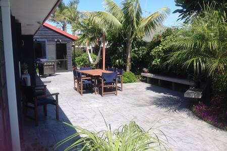 B&B in Tropical Beach Paradise - Tauranga - House