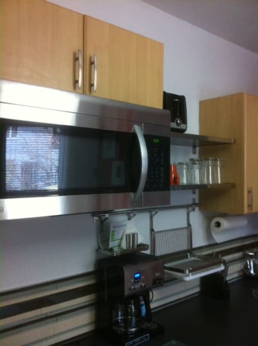 Renovated Kitchenette - with Microwave & Hotplate