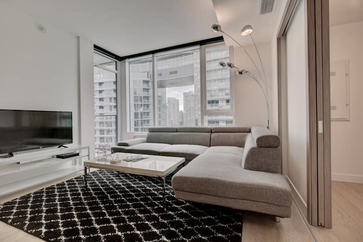 Unique one bedroom Yaletown Vancouver apartment