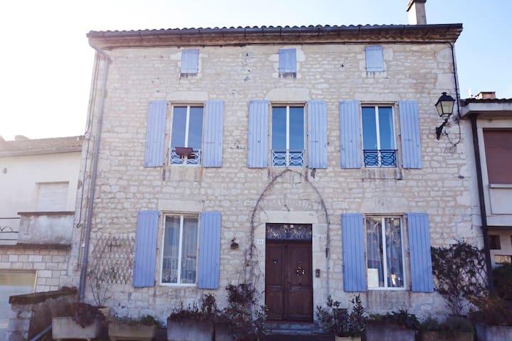 Beautiful house in South of France - Castelnau-Montratier - Bed & Breakfast