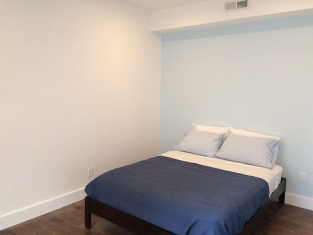 Maverick Square Queen Bed Apt. in funky location