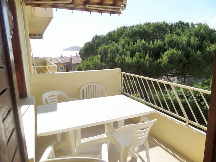 Sea view, 2 balconys, 80 m² , 2 bedrooms,150 m of beach