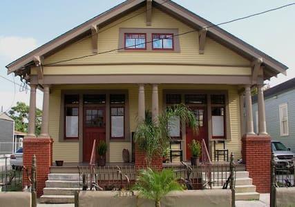 Maison de Lune Noire-reopened! - New Orleans - Talo