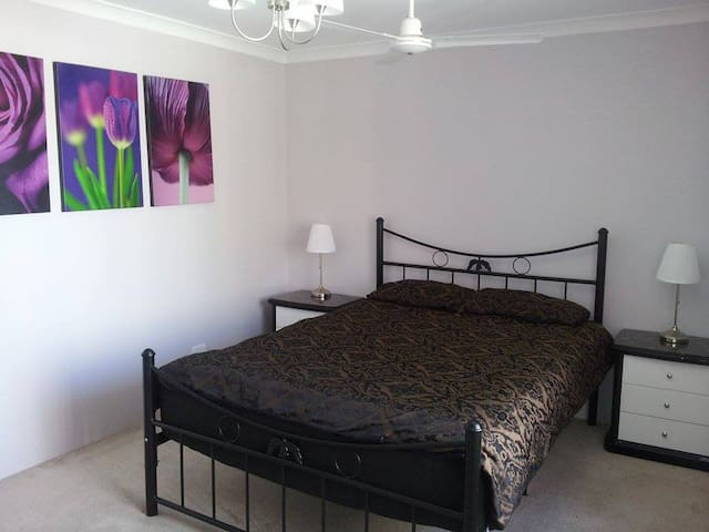1 (or 2) private bedroom + free airport transfer - Beechboro - House