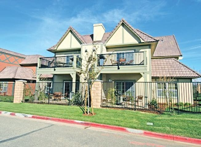 2-Bedroom Downtown Solvang #2 - Solvang - Leilighet