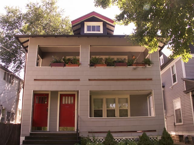 Victorian Duplex B&B Extended Stay - Topeka - Appartement