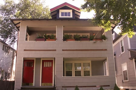 Victorian Duplex B&B Extended Stay - Topeka - Apartment