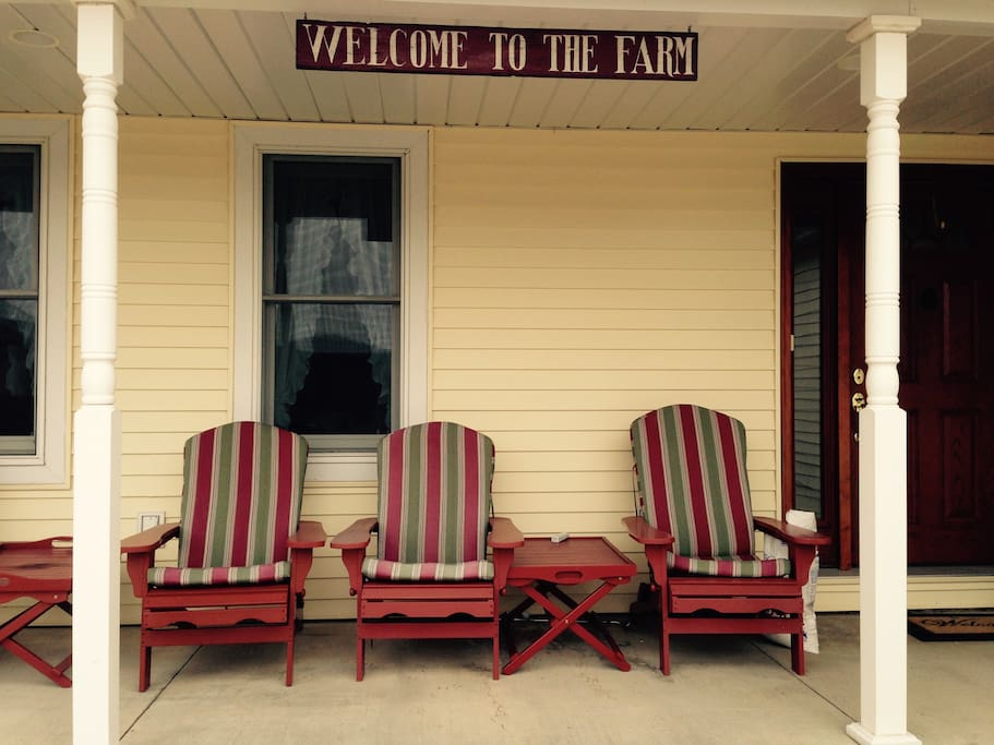A good old fashioned front porch - made for sittin'