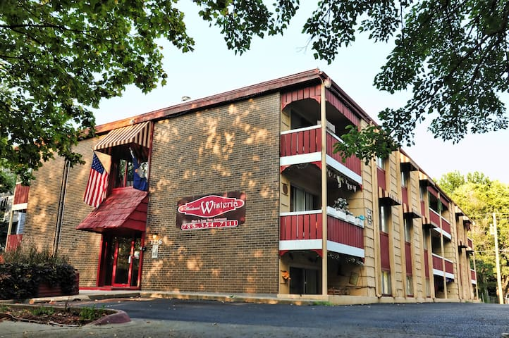 Moderate Boutique Hotel Apartments - Topeka