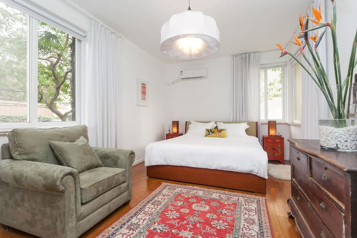 A light filled retreat in the heart of the former French Concession