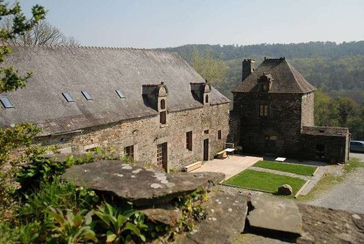 Manor 16th century - sleeps 2 to 30