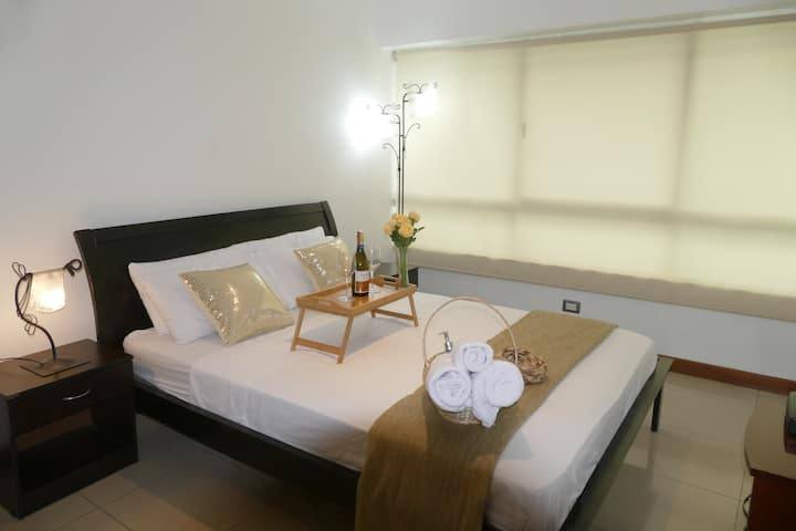 Ecu Suites 609-TorreSol I-Airport-Free Parking