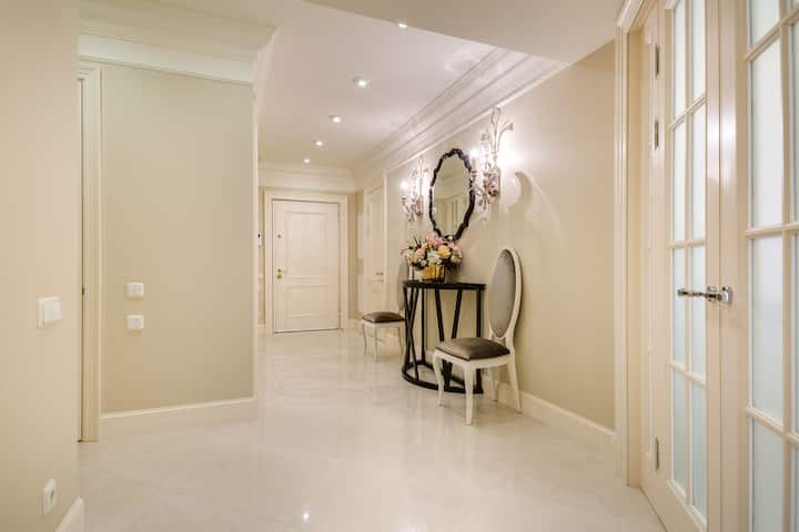 Luxurious new 1-bed (4 pax)  Moscow golden mile