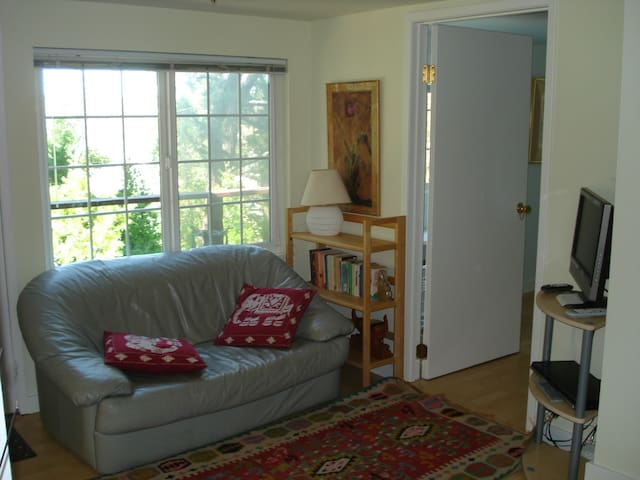 Chaming in-law garden apt - Corte Madera