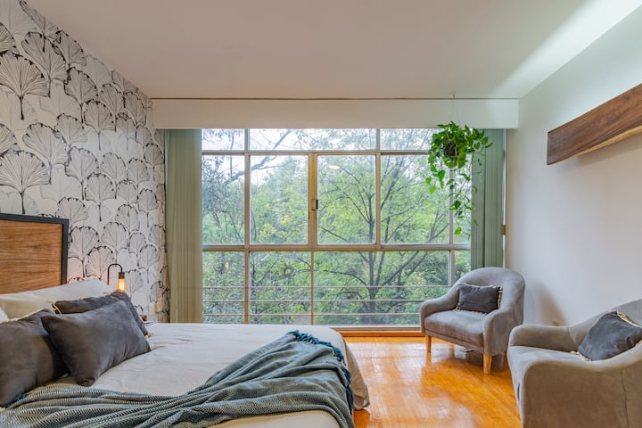 COZY and GREAT BEDS in front PARK CONDESA. Enjoy