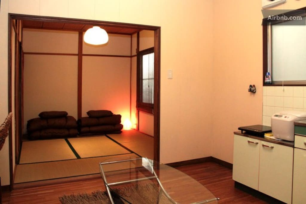 I have 2 types of rooms. The size of the room is the almost same. I provide it with a choice of the room which is most suitable for you.