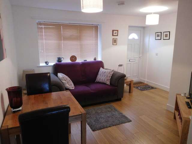 1 bedroom flat close to town centre & Racecourse