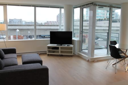 Spacious 2bdrm by Lansdowne Station - Richmond - Apartment