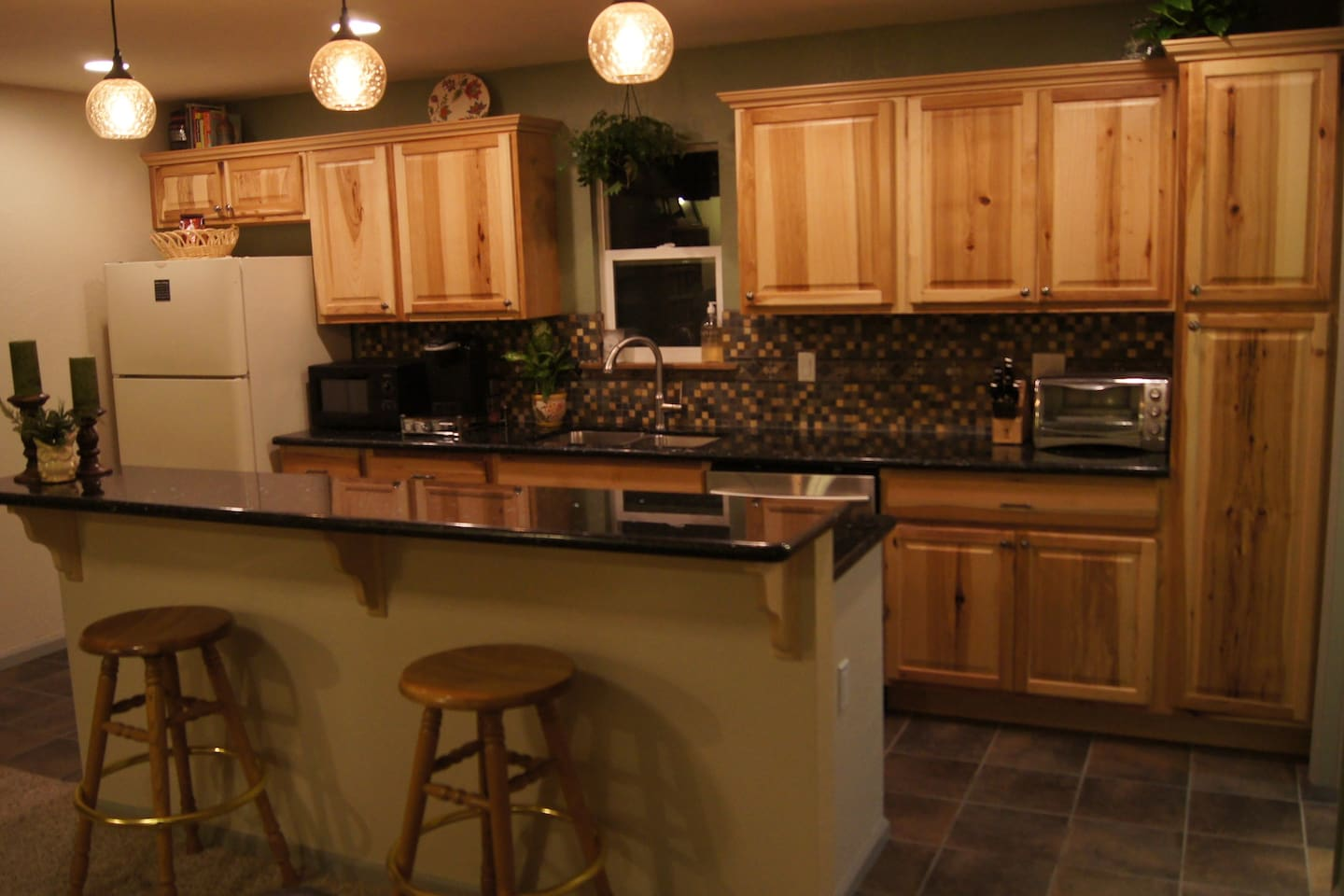 Newly renovated 1 bedroom / 1 bathroom w/ kitchen and hot tub