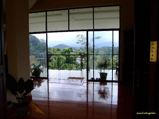 Mountain Views Kandy Sri Lanka - Kandy - Bed & Breakfast