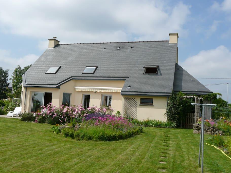 Maison en bretagne romantique maisons louer lourmais - Maison a louer en bretagne ...