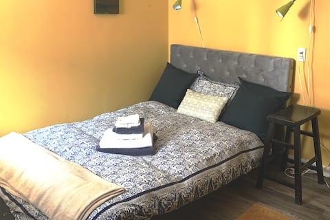 Sweet Room in Mindfulness Studio w/ Hot Tub Option
