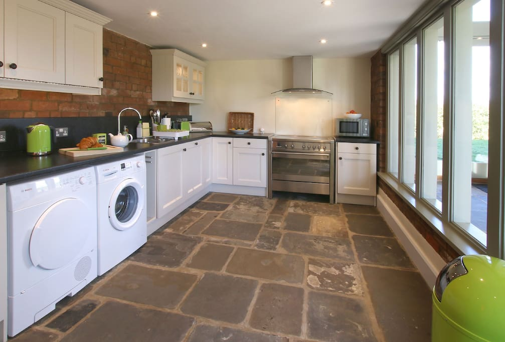 Ground floor: Fully fitted kitchen/dining area