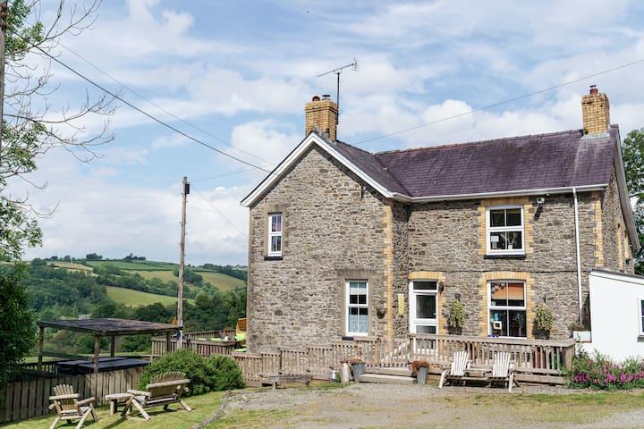 Outstanding 4 Bedroom Welsh Farmhouse
