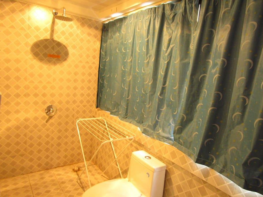 独立卫浴有晾衣架