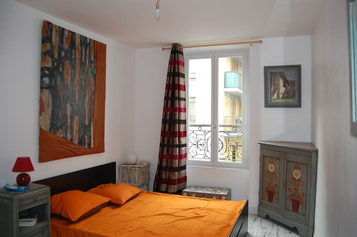 Very lovely flat, métro Stalingrad - Paris - Apartmen