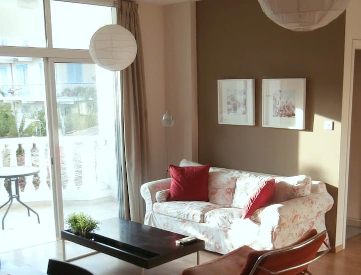Bright and clean flat in Acropolis