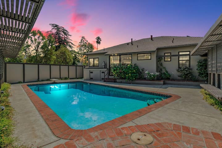 Relaxing Large Gated home in Heart of Glendale!!