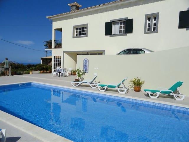 Charming private villa with pool - Estreito Da Calheta - House