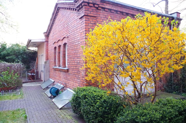 Gardenhouse in quiet backyard in Kreuzberg