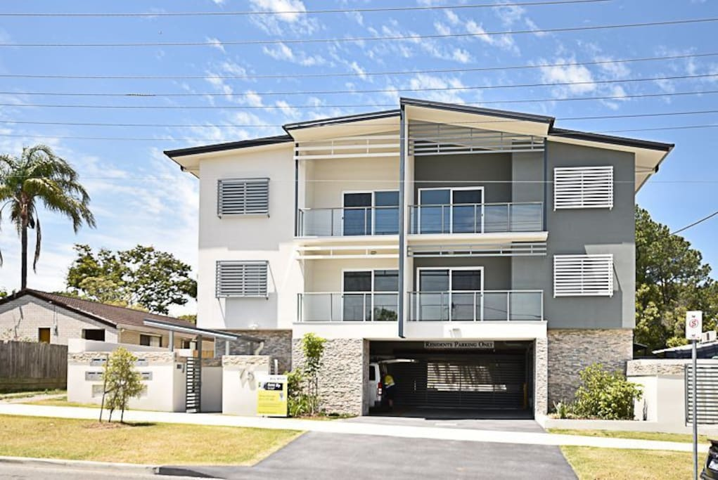 Fully Contained Two Bedroom Apartment Unit 2 Apartments For Rent In Springwood Queensland