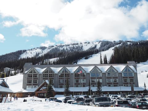 Ski In/Ski Out condo with views, 3rd floor.