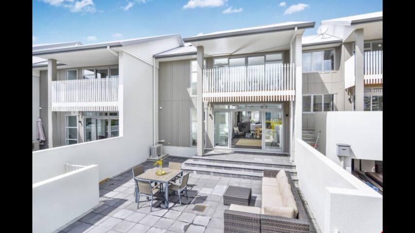 Sunny Millwater - Orewa - House