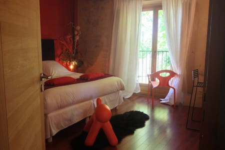 SO-ARTS, Chambre Corail, 2 pers - Les Esseintes - Bed & Breakfast