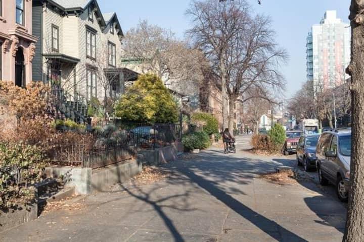 3 Story Brooklyn House - Sleeps 10!