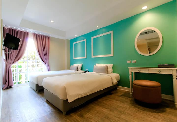 Spacious Boutique Room and Breakfast