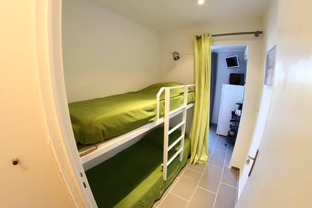 chambre avec deux lits (literie neuve)