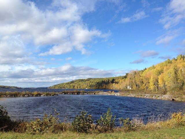 Charmant Entre Deux Eaux lac Otis - Saint-Félix-d'Otis - Dağ Evi