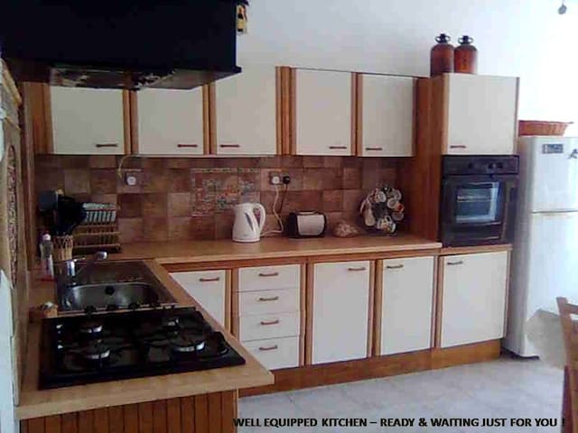 Kitchen- gas oven&hob, fridge freeze,microwave. Cutlery, pots,cups, plates incl.