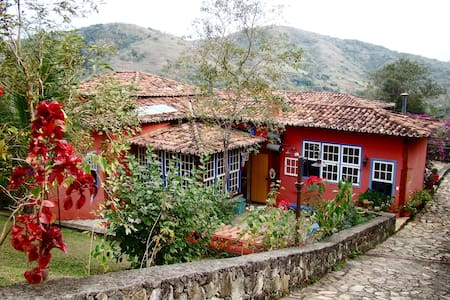 Casa de Revista na Serra! - Areal - 小木屋