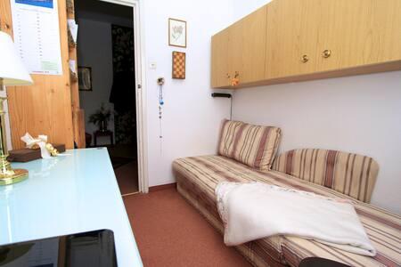 * Munich- Schwabing- super pretty mini room *